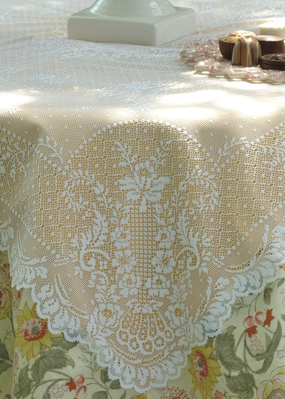"Floret Table Topper 36"" x 36"""
