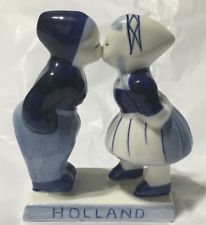 Delft Blue Kissing Boy and Girl (large)