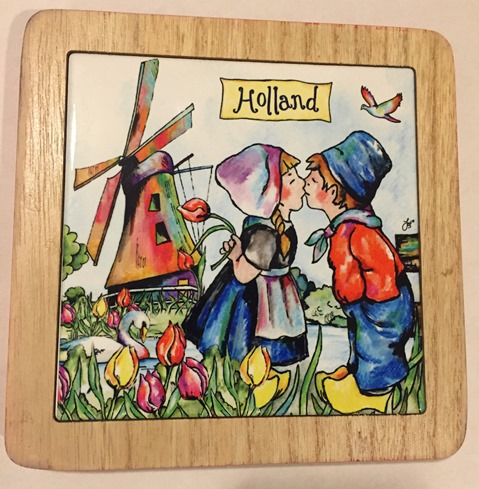 Holland Hotplate Kissing Couple (ONLY 1 LEFT)