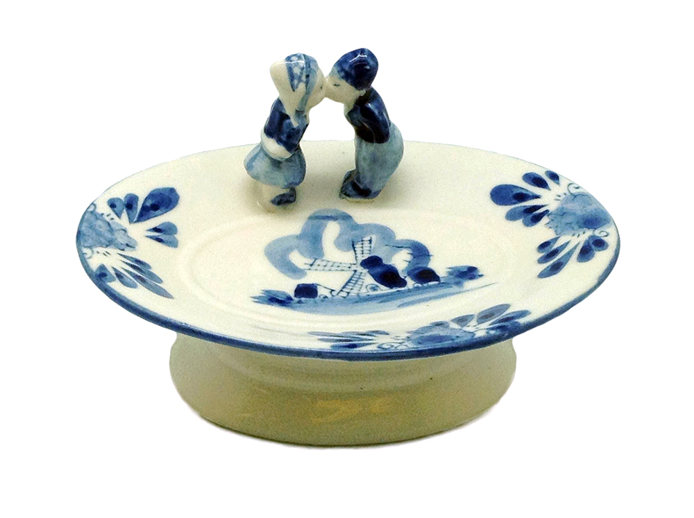 Kissing Couple Candy Dish   (MINIMUM ORDER 42)